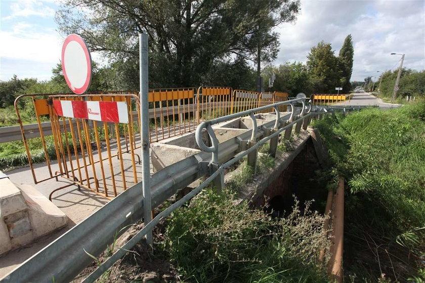 Skandal w Olszynce: Zamknęli most i nic nie robią!