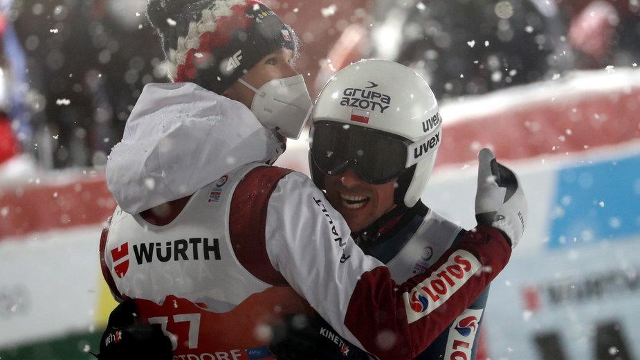 Piotr Żyła po skoku - najdłuższym w konkursie - cieszył się, że zdobędzie medal. Był 4.