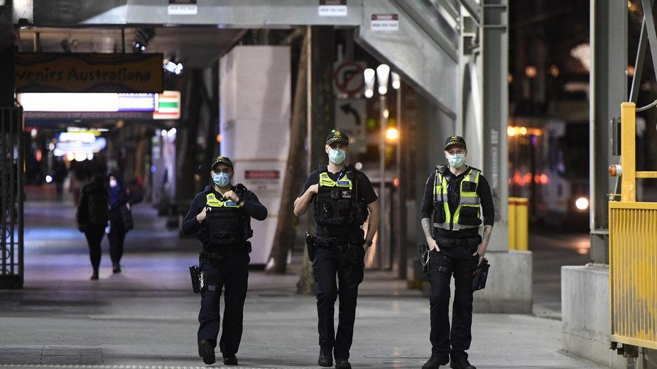 Policjanci na ulicach Melbourne w Australii