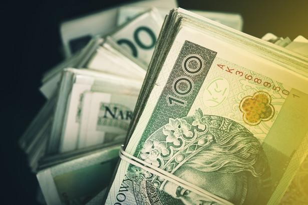 W ujęciu wartościowym banki i SKOK-i udzieliły w pierwszym półroczu 2018 r. o 5,6 proc. więcej kredytów konsumpcyjnych na kwotę o 7,8 proc. wyższą niż w tym samym okresie 2017 r.