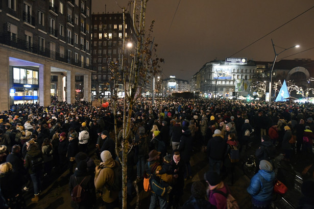 Węgry. Protesty przeciwko zmianom finansowania teatrów