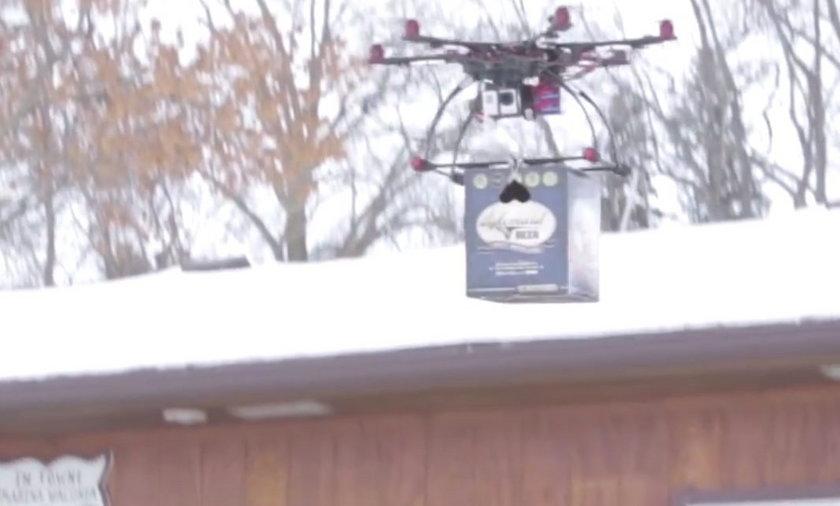 Dron dostarcza skrzynkę piwa