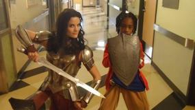 """""""Thor: Mroczny świat"""": Jaimie Alexander odwiedziła szpital dziecięcy"""