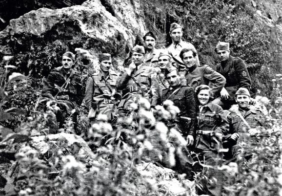 Sa partizanskim Vrhovnim štabom sa Titom na čelu, u Jajcu - kod vodopada na Plivi, 30. oktobra 1943.