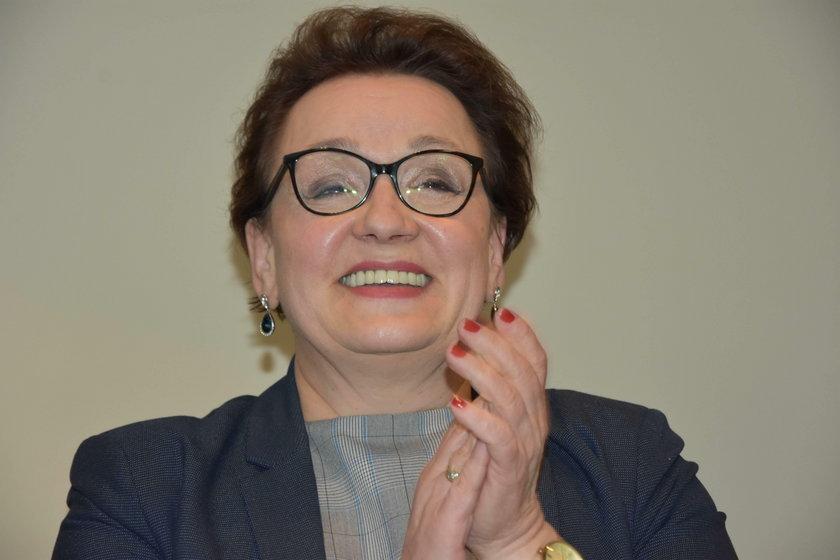 Przez minister Annę Zalewską religia znowu trafi do kościołów?