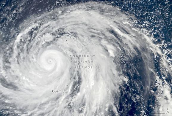 Tajfun Hagibis snimljen 8. oktobra