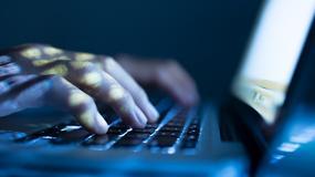 Rosyjscy hakerzy wykradają hasła i dane z komputerów marki Apple