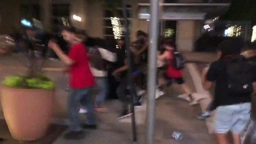 Makabryczne nagranie. Tłum zlinczował napastnika z maczetą