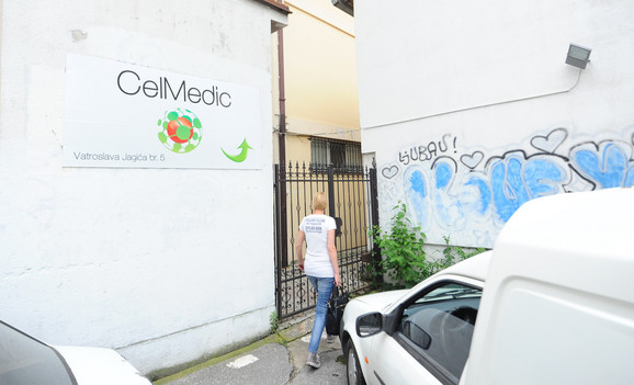 Bili smo potpuno zaprepašćeni ponudom. Pobunila sam se, rekavši da nisam dovela ljude da ih leče vradžbinom, kaže Vesna Nikolić.