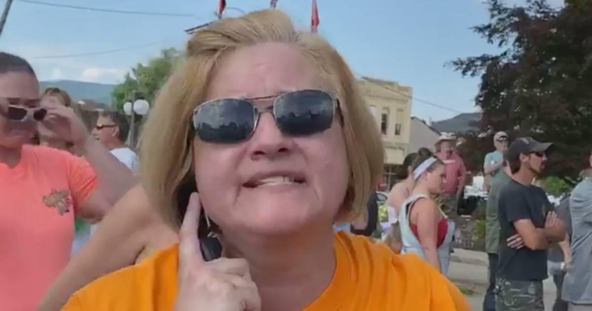 """Schwules, homosexuelles Stück Scheiße"": Vorzeige-Karen beleidigt ""Black Lives Matter""-Demonstranten"