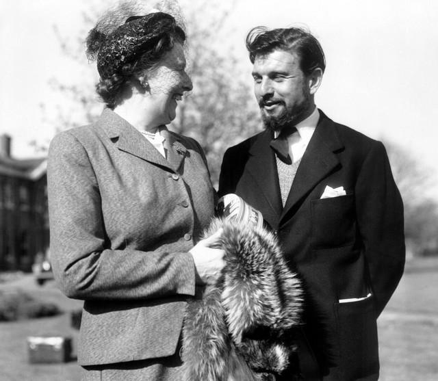 Džordž Blejk sa majkom u Berkširu u aprilu 1953.