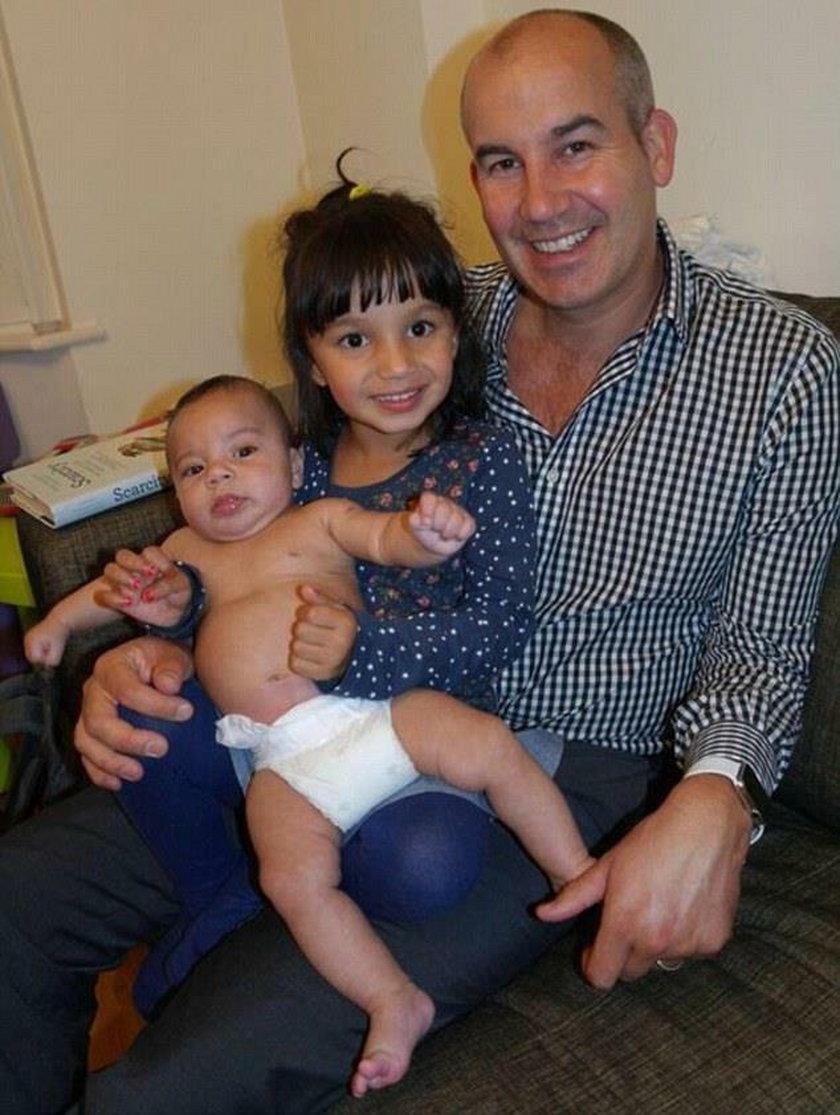 Mąż Indiry z dziećmi