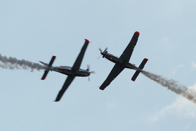 Piloci igrali ze śmiercią, wykonując manewry, w których samoloty niemal o siebie się ocierały