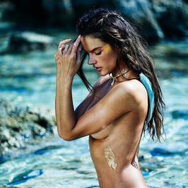 Seksowna Alessandra Ambrosio w skąpym stroju