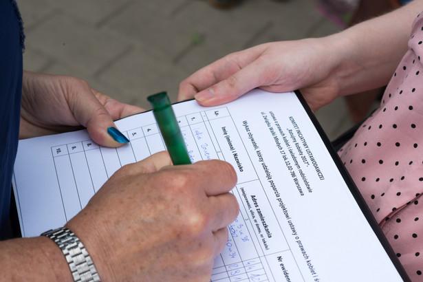 W projekcie komitetu Ratujmy Kobiety znalazło się m.in. prawo do przerwania ciąży z przyczyn społecznych do 12. tygodnia