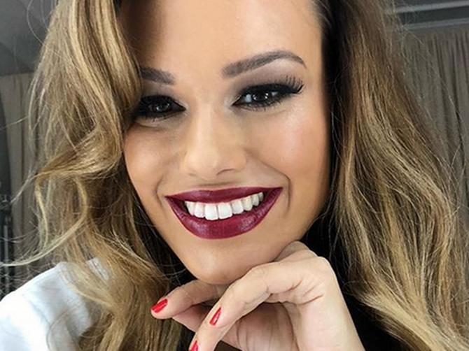 Ona je NAJLEPŠA BEOGRAĐANKA na Instagramu i njen osmeh OBOŽAVA 40.000 ljudi! Otkrila je i 4 TRIKA zbog kojih je UVEK savršeno NAŠMINKANA!