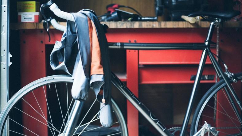 Levi's® po raz piąty prezentuje kolekcję Commuter stworzoną specjalnie dla amatorów jazdy na rowerze. Przygotowana we współpracy z rowerzystami łączy w sobie wielofunkcyjne projekty iponadczasowe kroje. Ubrania na wiosnę 2014 uszyte zostały z innowacyjnych oddychających tkanin, wykorzystujących zaawansowaną technologię izolacyjną, która dostosowuje się do warunków atmosferycznych