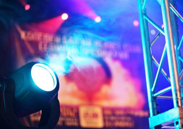 Dyskoteki i kluby taneczne odwołują imprezy i wydarzenia zaplanowane na najbliższe dni. Powodem jest zagrożenie koronawirusem SARS-CoV-2.