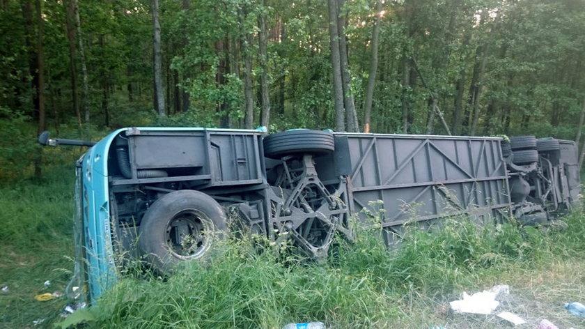 Wypadek autokaru z dziećmi