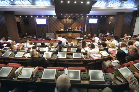 """Ukinuli ZIG i """"Poslovni prostor"""": Odbornici na sednici Skupštine grada"""