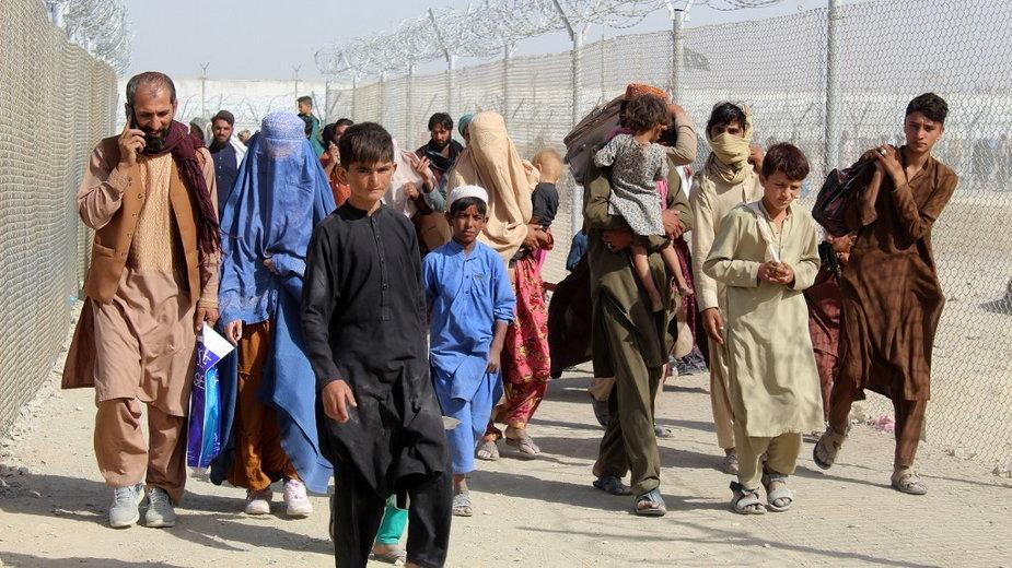 Afgańczycy uciekający przed talibami na afgańsko-pakistańskim przejściu granicznym