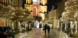 Święta we Wrocławiu. Komunikacja pojedzie rzadziej, więc warto wybrać się na spacer pośród iluminacji