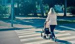 Straszne! Ciężarna 25-latka zdążyła tylko odepchnąć wózek z dzieckiem, sama nie uskoczyła...