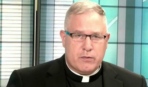 Biskup korzystał z aplikacji randkowej dla gejów! Gdy się wydało, złożył rezygnację