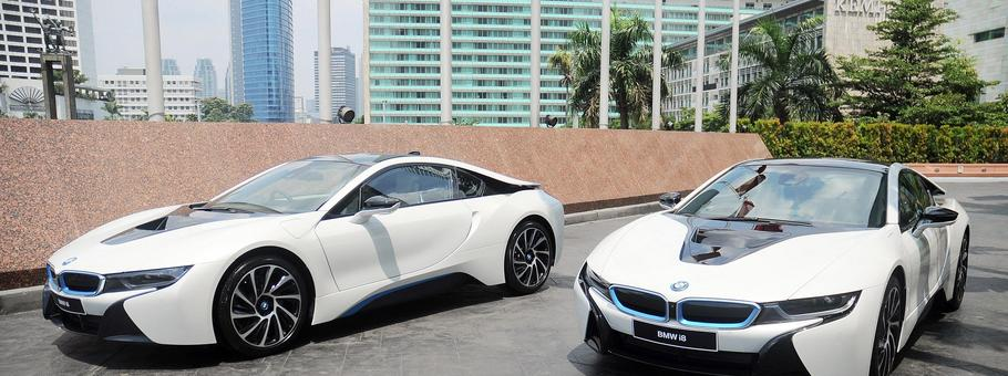 BMW i8 Protonic Red Edition one-unit in Indonesia
