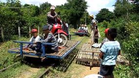 Bambusowy pociąg - ciekawy środek transportu i atrakcja turystyczna