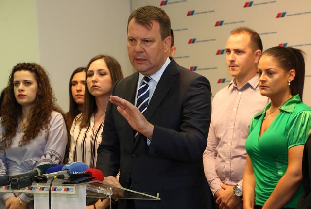 Igor Mirović: Konkretni modeli zabrane predmeta od plastike i kaznene mere za one koji to ne poštuju