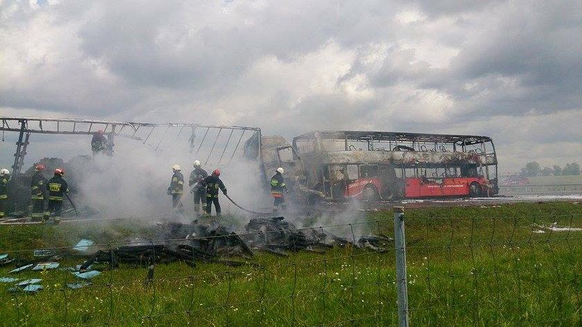 Wypadek na autostradzie A 4. Autobus i ciężarówka stanęły w ogniu