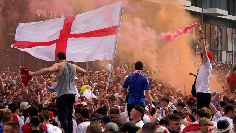 Angielscy kibice podczas finału Euro 2020