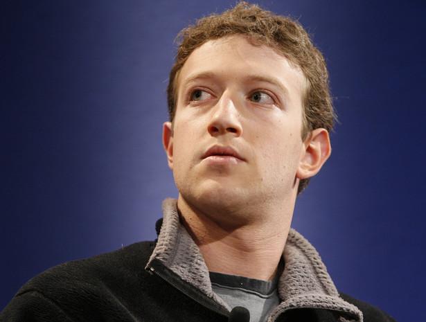 """Majątek Zuckerberga został w tym roku oszacowany przez """"Forbesa"""" na 6,9 mld dolarów, co plasuje go na 35 miejscu wśród najbogatszych ludzi w Ameryce."""