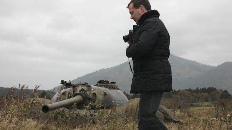 Prezydent Rosji Dmitrij Miedwiediew podczas wizyty na Wyspach Kurylskich