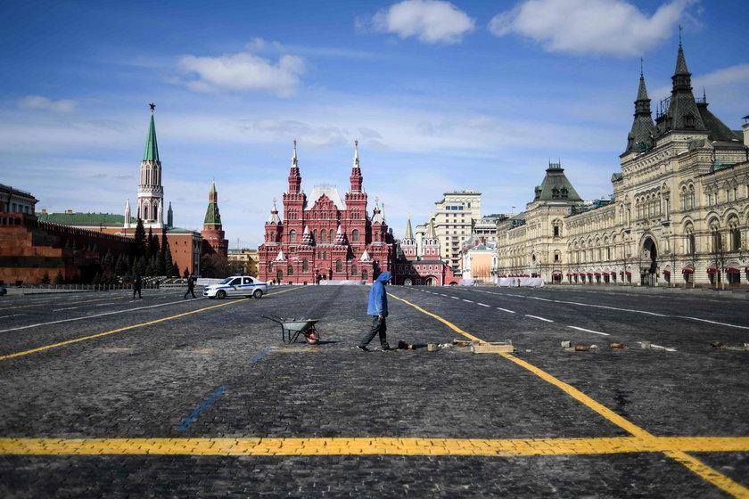 Opustoszały Plac Czerwony w Moskwie