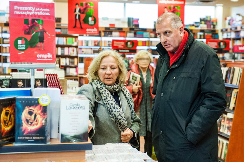 Rafał (55 l.) i Anna Dutkiewicz we wrocławskiej księgarni