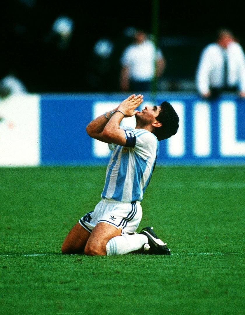 Diego Maradona podczas finału z Niemcami