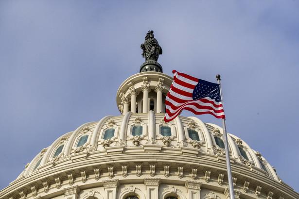 W Georgii we wtorek odbyła się dogrywka wyborów do Senatu USA, ponieważ w wyborach 3 listopada żaden z kandydatów nie zdobył 50 proc. głosów. Zdobycie obu miejsc przez Demokratów oznaczałoby przejęcie przez tę partię od Republikanów kontroli nad izbą wyższą Kongresu Stanów Zjednoczonych.