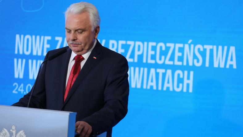 Wiceminister Waldemar Kraska podczas konferencji prasowej