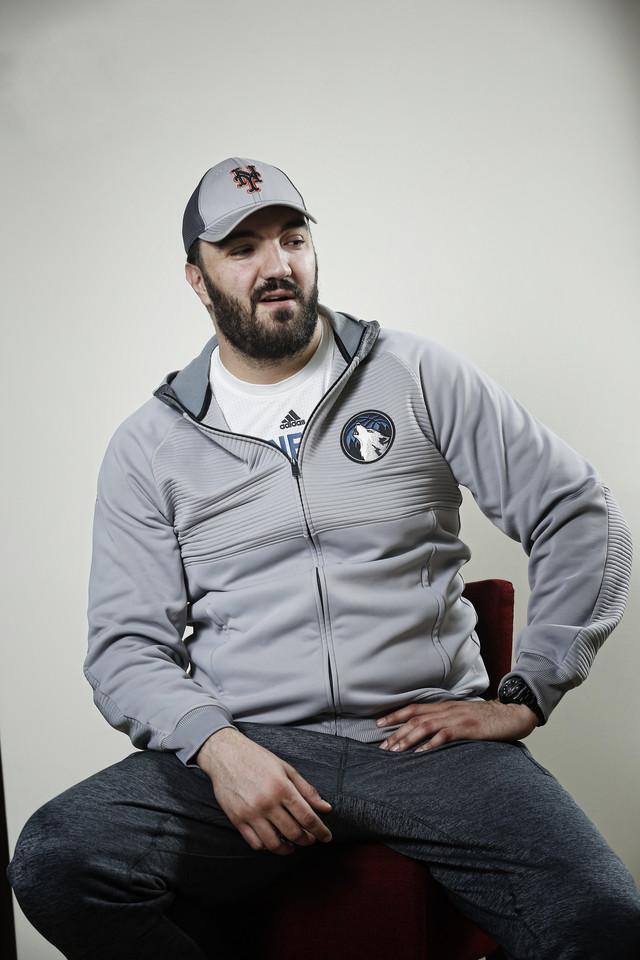 Nikola Peković, proslavljeni košarkaš, uložio je veliki novac u izgradnju luksuznih apartmana na Zlatiboru, gde mu je konkurencija kolega Dragan Kićanović, kao vlasnik jednog hotela