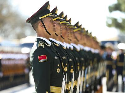Żołnierze i policjanci zalesić mają w Chinach teren wielkości Irlandii