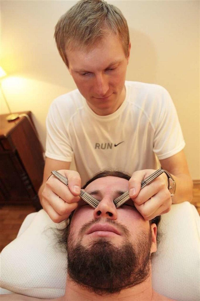 Dostał gwoździem w oko