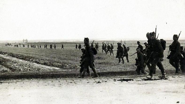 Bitwa warszawska - piechota polska w tyralierze
