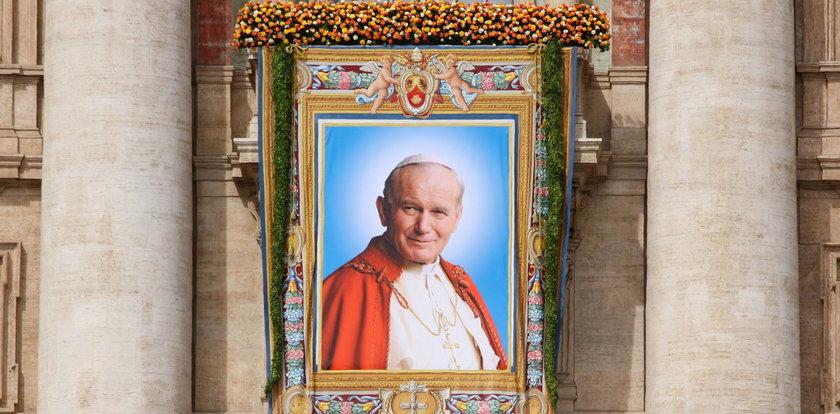 Czuwanie na placu Piłsudskiego w 14. rocznicę śmierci Jana Pawła II