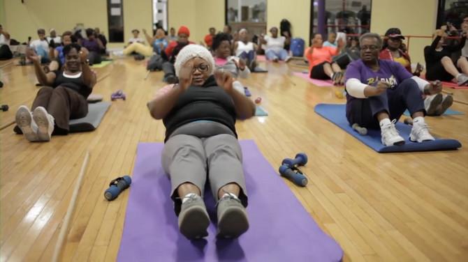 Ljudi vole da vežbaju sa njom, jer ih inspiriše Iako u njenoj grupi ima najviše žena, u poslednje vreme su počeli i muškarci da im se pridružuju. Najstarija članica ima 86 godina, a sve kažu da je vežbanje sa Ernestin mnogo više od pukog vežbanja. To je prava inspiracija.