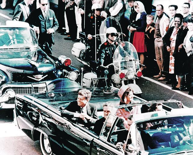 Trenuci neposredno pre i nakon atentata na predsednika Kenedija u Dalasu 1963. godine