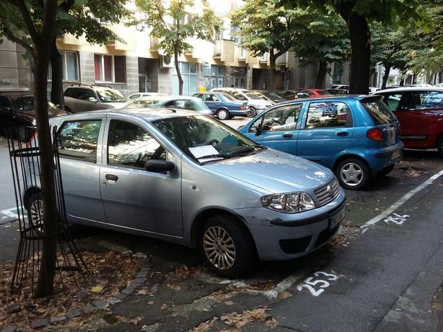 Izvesni Ćira ostavio je poruku komšiji na automobilu