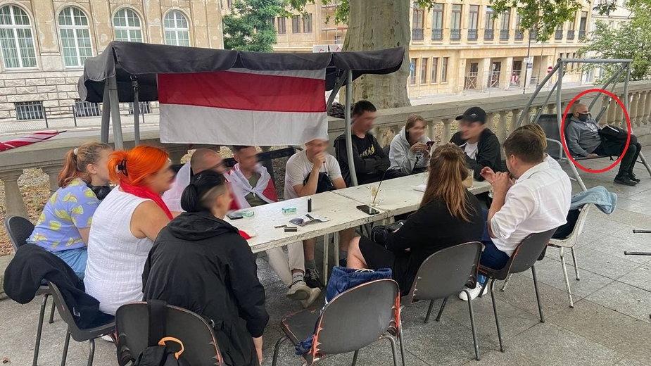 Białoruscy opozycjoniści twierdzą, że w Poznaniu byli śledzeni i nagrywani przez mężczyznę siedzącego na ławce