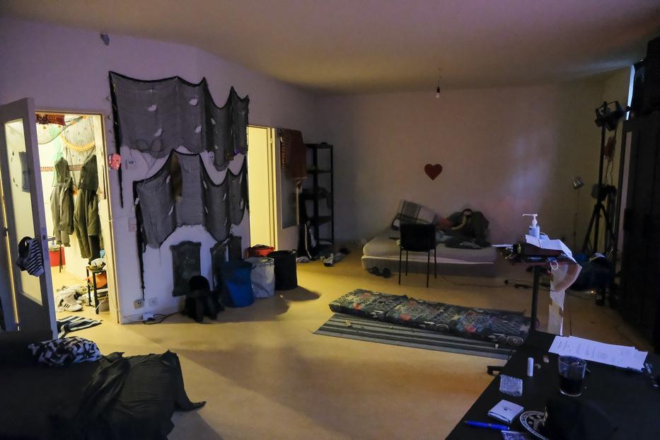 Takarítás után: ezeken az ágyakon, pamlagokon, matracokon folyt az orgia pénteken a keresztény-konzervatív politikus részvételével / Fotó: Marc Baerts